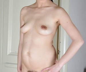 Older Euro lady Corazon Del Angel stretching hairy cunt after getting naked