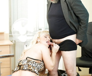 Lovely mature vixen in black stockings gives a hardcore blowjob.