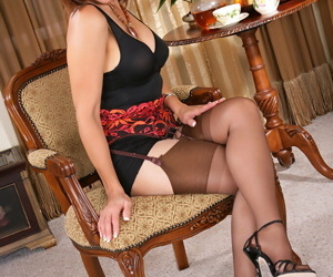 Roni would like to share her photos in her sexy lingerie and dress