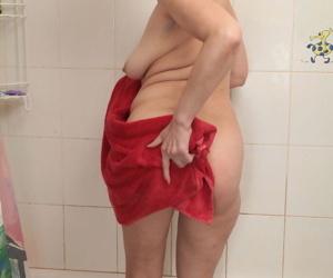 Mature Karolina shows off her wet beaver during home masturbation scenes
