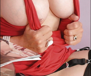Fetish lady with no panties under her red dress toying her trimmed twat