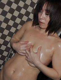 Doable asian mature lady with saggy knockers Yumi Ohno taking shower
