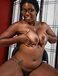 Nerdy black female Janelle Taylor shows off her nude body for the first time