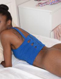 Amateur ebony Malaysia demonstrates her gorgeous big juicy booty