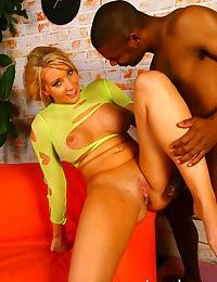 Busty blonde slut Barb Cummings goes 1 on 1 with a big black dick