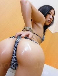 Japanese hottie maki takei poses and loves dildoes - part 333