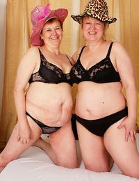 Lush granny lesbians toying their beavers - part 4621