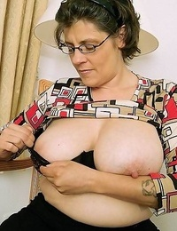 Nasty granny showcasing her pink - part 2958