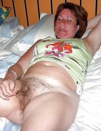 Wild granny showing her pinkish - part 2176