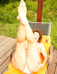 Showing my mature cunt to the entire world turns me on - part 2287