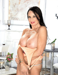 Busty molten mummy whore rita daniels doing some solo activity - part 940