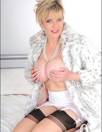 Girdle and nylons mature stunner sonia woman sonia - part 2487