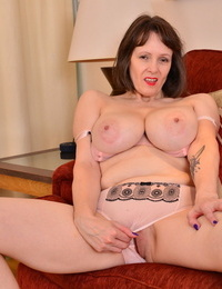 Big breasted housewife tigger loves to munched around - part 2013