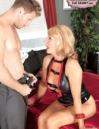 Jaw-dropping Mummy Phoenix Skye gets creampied after riding her partners balls