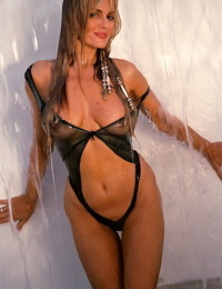 Magnificent blond model Dian Parkinson getting off with her big-titted hot figure
