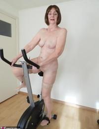 Scorching granny Kat Kitty milks after riding exercise bike in tan rosebutt