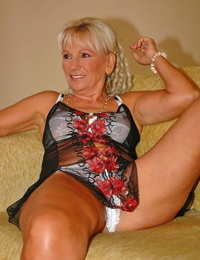 Mature granny with big saggy tits Mamie tries sperm after shaft rail