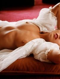 American playmate Linda Gamble displaying off her irresistible nude bod
