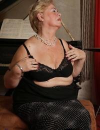 Granny Josinda in seized stockings masturbates by using her frigs