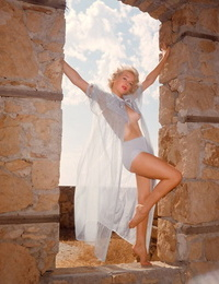 Devours woman Jacquelyn Prescott maze her tasty knockers during photo shoot