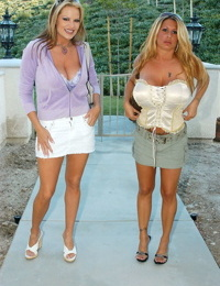 Busty blondes Kelly Madison & Summer Sinn get big tits jizzed in threesome